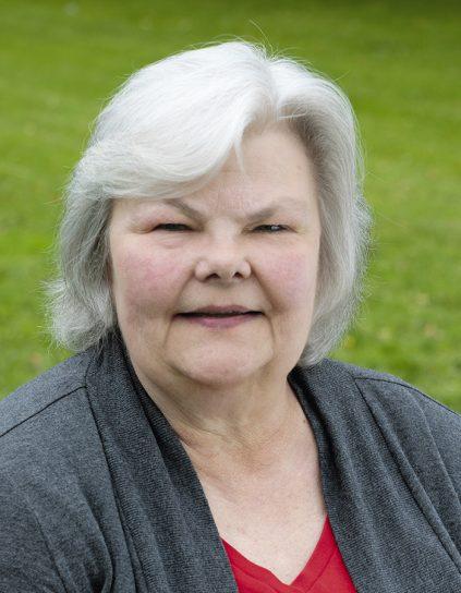 outdoor portrait headshot of Lynn Wardwell