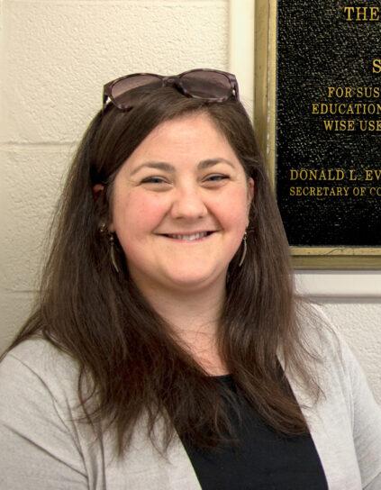 Headshot portrait photo of Hannah Robbins